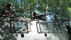 પુલવામામાં સીઆરપીએફ દળ પર આતંકવાદી હુમલો, એક જવાન ઘાયલ