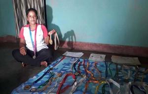 ગોલ્ડ મેડલ વિજેતા બિમલા મુંડા પરિવાર જીવડાવા માટે વેચે છે દેશી દારૂ
