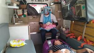 ૧૦૮ એમ્બ્યુલન્સ સ્ટાફે હોસ્પિટલના ગેટ પર મહિલાની પ્રસૂતિ કરાવી